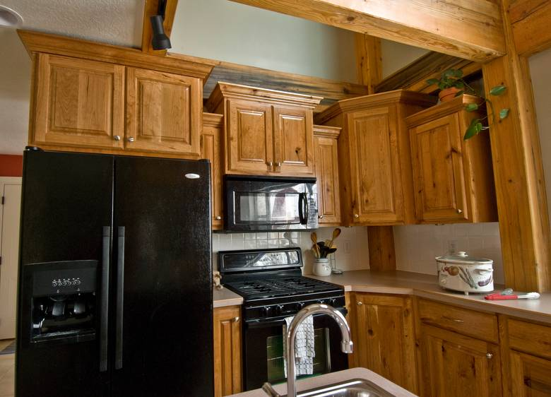 Photo 9285 Rustic Cherry Kitchen Cabinets